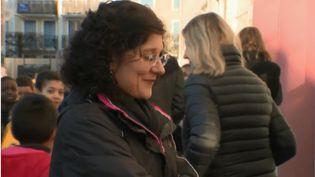 France 2 est allée à la rencontre d'Anne Fischer, une professeure candidate au concours mondial de l'enseignement, qui se tiendra le mois prochain à Dubaï, aux Émirats arabes unis. Elle fait partie des 50 finalistes et représentera la France. Alors, pourquoi ses élèves l'aiment-ils tant ? (FRANCE 2)