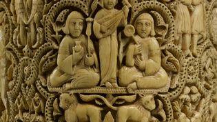 Pyxide au nom d'Al-Mughira, Cordoue (Espagne), Madinat al-Zahra, 968Ivoire d'éléphant (détail) Département des Arts de l'Islam (© musée du Louvre, dist. RMN-Grand Palais - Hugues Dubois)