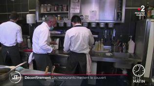 """Dans le restaurant""""La Renaissance"""". (France 2)"""