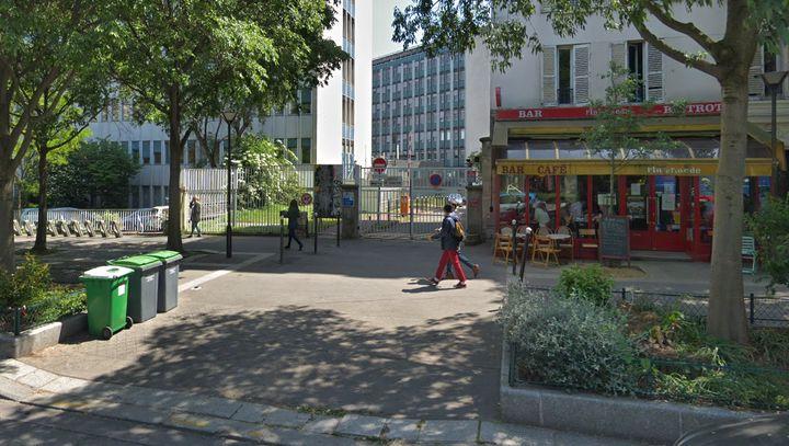 Vue sur la grille d'accès au 97 boulevard de l'Hôpital, dans le 13e arrondissement de Paris. (GOOGLE STREET VIEW)