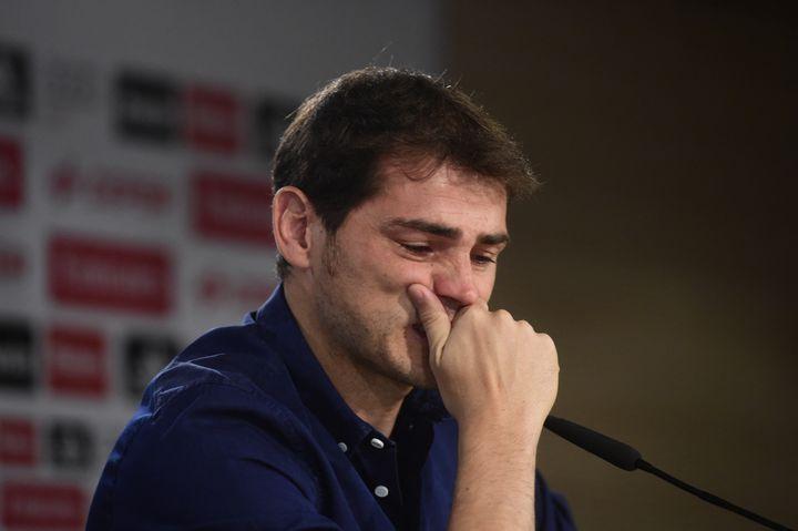 Iker Casillas lors de son départ du Real Madrid, le 12 juillet 2015. (PIERRE-PHILIPPE MARCOU / AFP)