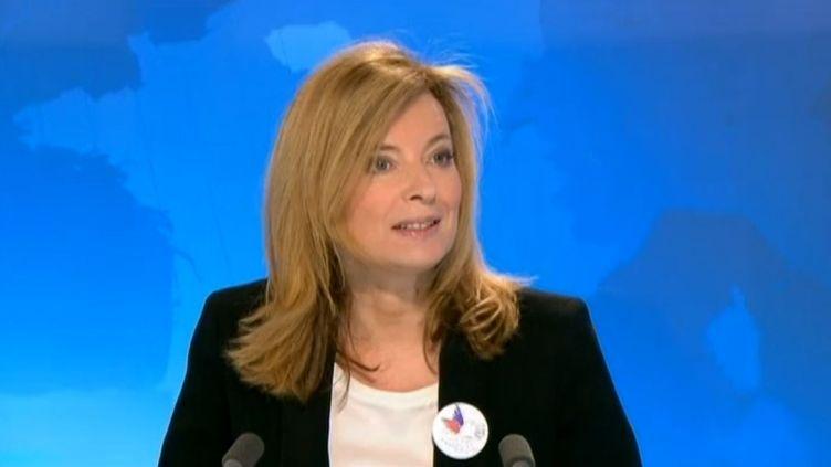 """Valérie Trierweiler sur le plateau du """"19-20"""" de France 3 Ile-de-France, le 15 mars 2015. ( FRANCE 3 ILE-DE-FRANCE)"""