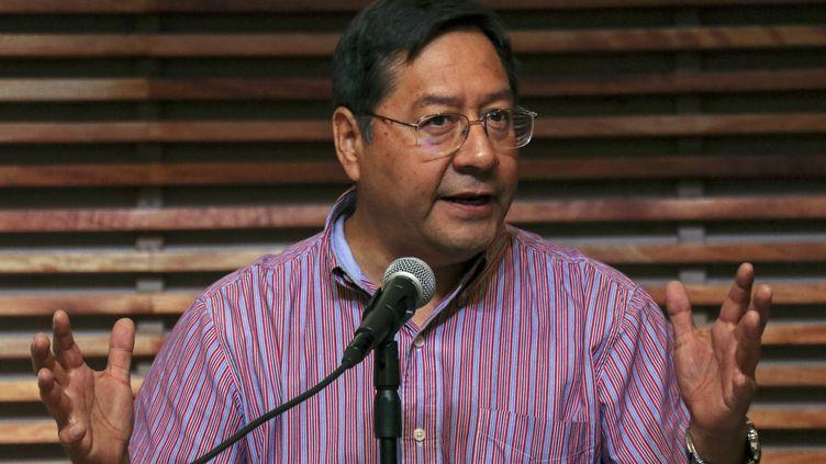 Le candidat à la présidentielle bolivienne, Luis Arce, tient une conférence de presse le 27 janvier 2020 àBuenos Aires, enArgentine. (MUHAMMED EMIN CANIK / ANADOLU AGENCY / AFP)