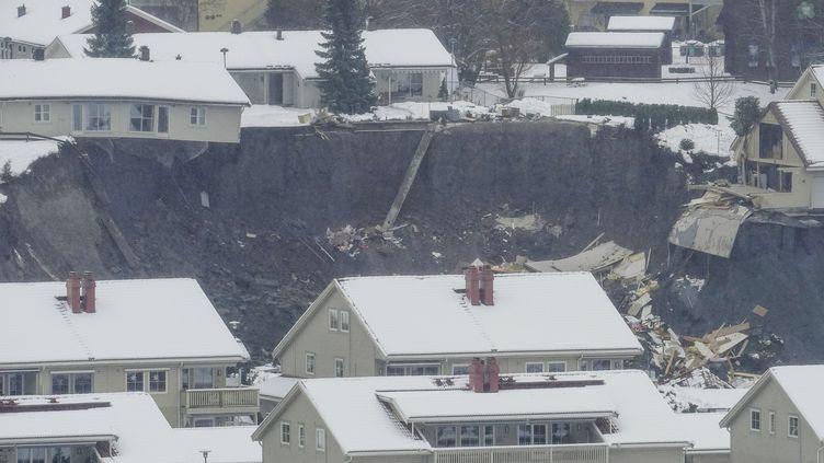 Au moins 10 personnes ont été blessées dans un glissement de terrain survenu dans une petite localité de la municipalité deGjerdrum (Norvège),le 30 décembre 2020. (FREDRIK HAGEN / NTB / AFP)