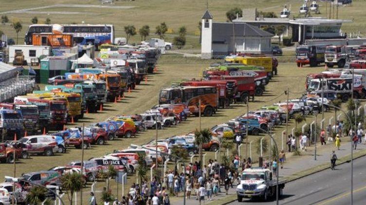 Le public devant les voitures (JUAN MABROMATA / AFP)