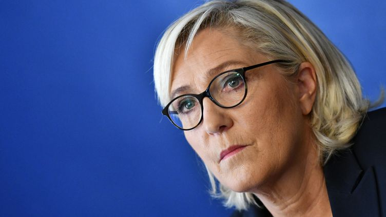 Marine Le Pen lors d'une conférence de presse à Rome (Italie), le 8 octobre 2018. (ALBERTO PIZZOLI / AFP)