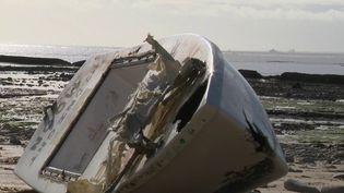 Une maquette d'un petit voilier a échoué sur l'île de Ré (Charente-Maritime) en novembre dernier. Elle avait en fait été mise à l'eau en février 2018 au large de New York (États-Unis). À l'intérieur, des objets et un message ont été retrouvés. (France 3)