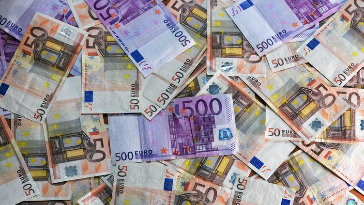 """Le magazine """"60 Millions de consommateurs"""" a publié, jeudi 22 février, son palmarès des banques les moins chères. (JENS KALAENE / ZB / AFP)"""