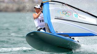 Charline Picon, championne du monde en planche à voile RS:X, lors des Jeux olympiques de Londresle 4 août 2012. (WILLIAM WEST / AFP)