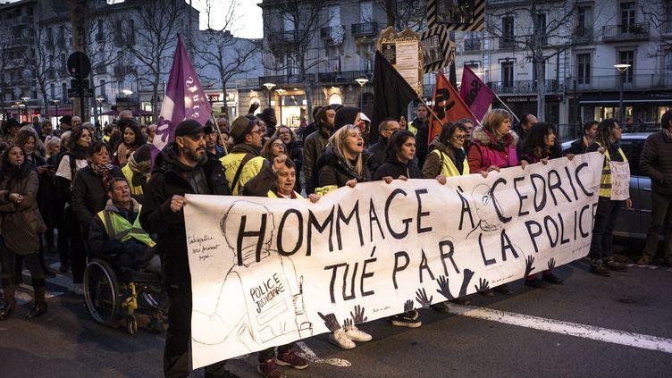 Marche blanche en l'honneur de Cédric Chouviat, mort le 3 janvier 2020 après une interpellation par la police. (NICOLAS PARENT / MAXPPP)
