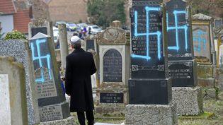 Le cimetière juif de Quatzenheim dans le Bas-Rhin où quelque 90 sépultures ont été profanées, le 19 février 2019. (PHOTO PQR / L'ALSACE / MAXPPP)
