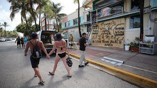 Miami Beach, le 7 septembre 2017 : les gens se préparent avant l'arrivée de l'ouragan Irma. (MARK WILSON / GETTY IMAGES NORTH AMERICA)