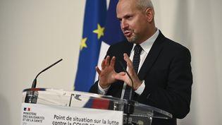 Jérôme Salomon lors d'un point presse sur le coronavirus, le 7 décembre 2020. (CHRISTOPHE ARCHAMBAULT / AFP)