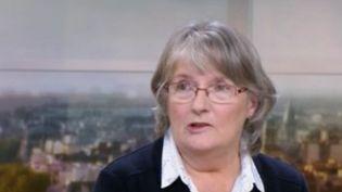 Elle était devenue un symbole des violences conjugales lors de son procès pour le meurtre de son mari violent. Jacqueline Sauvage est décédée jeudi 23 juillet à l'âge de 72 ans. Condamnée en 2015 à dix ans de réclusion, elle avait été graciée par François Hollande. (FRANCE 3)