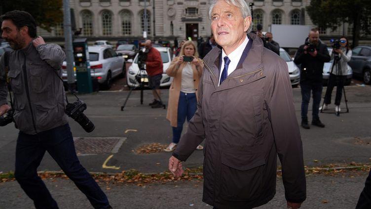 David Henderson à son arrivée devant la Cour de Cardiff, le lundi 18 octobre 2021. (MAXPPP)