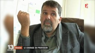 Capture d'écran du sujet du JT de 13 heures de France 2 du 17 mars 2017 sur le proviseur du lycée Tocqueville de Grasse (Alpes-maritimes), où une fusillade a éclaté. (FRANCE 2 / FRANCEINFO)