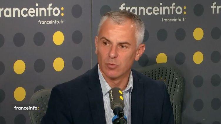 Grégory Allione, président de la Fédération nationale des sapeurs-pompiers est l'invité sur franceinfo mardi 15 octobre. (FRANCEINFO)