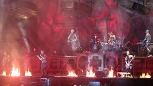 Les Allemands de Rammstein ont mis le feu lors de la première journée des Vieilles Charrues.  (PhotoPQR/Le Télégramme/F.Destoc)