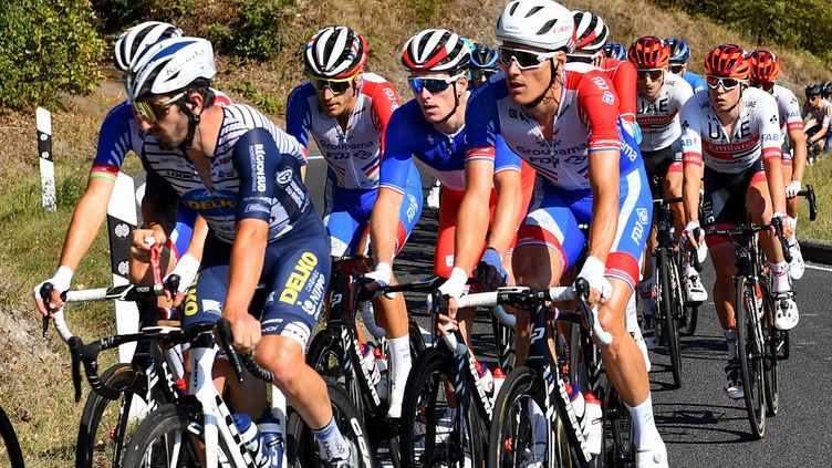 La formation cycliste Groupama-FDJ avec le champion de France 2020, Arnaud Démare, dans la côte de Zittig, lors de la première étape du Tour du Luxembourg, le 15 septembre.   (ALEXANDRE MARCHI / MAXPPP)