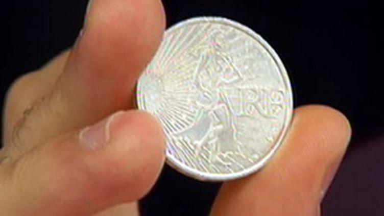 la nouvelle pièce française de 10 euros en argent (© France 2)