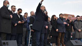 Le Premier ministre Nikol Pashinyan pendant la manifestation de Yérévan (Arménie), le 25 février 2021. (KAREN MINASYAN / AFP)