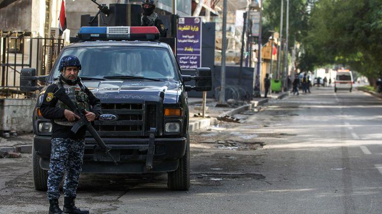 Un policier à Bagdad, en Irak, le 7 décembre 2018. (AHMAD AL-RUBAYE / AFP)