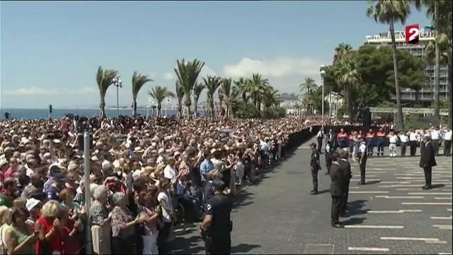 Attentat de Nice : recueillement sur la promenade des Anglais