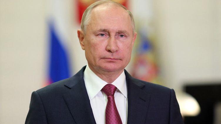 Le président russe Vladimir Poutine, le 10 octobre 2021 à Moscou (Russie). (EVGENIY PAULIN / SPUTNIK / AFP)