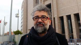 Erol Önderoglu, correspondant de Reporters sans frontières en Turquie, ici photographié à Istanbul en janvier 2017 (RADIO FRANCE / ÉLISE DEL)