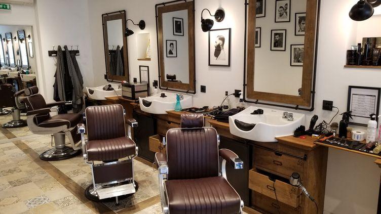 Les salons de coiffure sont souvent désertés par les clients. Photo d'illustration. (Adeline Divoux / Radio France)