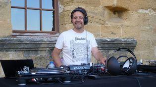 Laurent Garnier aux platines à domicile, au festival Yeah! 2013.  (Laure Narlian/Culturebox)