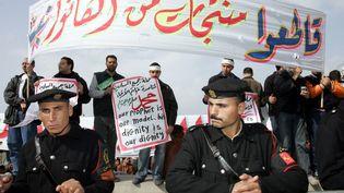 Manifestations à Alexandrie, en Egypte, le 3 février 2006, après la publication de caricatures du prophète Mahomet au Danemark.  (ABDELHAK SENNA / AFP)