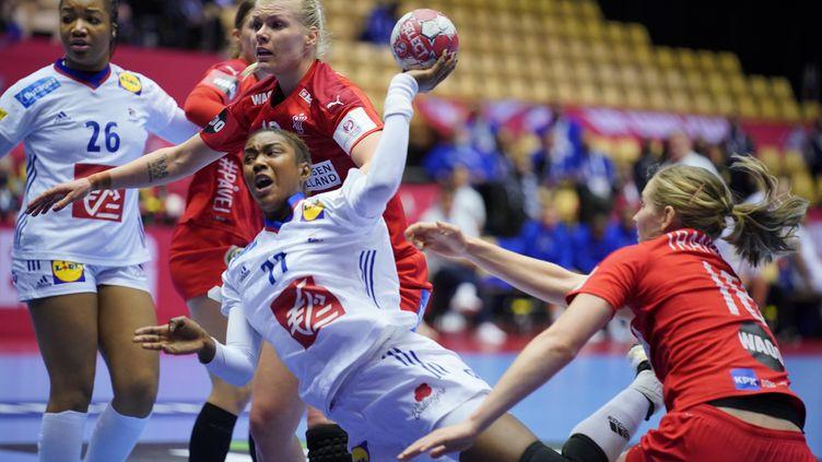 Aïssata Kouyaté contre le Danemark dans le tour préliminaire de l'Euro 2020 (HENNING BAGGER / RITZAU SCANPIX)