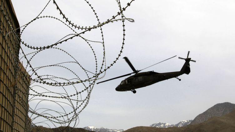Un hélicoptère américain dans la province de Kunar, dans l'est de l'Afghanistan, le 15 mars 2012. (ERIK DE CASTRO / REUTERS)