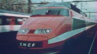 Mardi 25 février, une page se tourne à la SNCF. Patrick, le premier TGV lancé en 1978, très reconnaissable avec sa couleur orange, est en pleine tournée d'adieux. (FRANCE 2)
