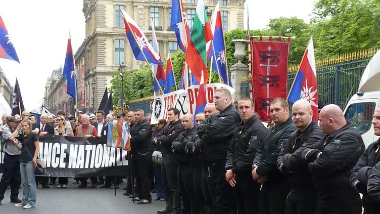 Une manifestation du groupe d'ultra droite Troisième Voie, le 8 mai 2011, à Paris. (CITIZENSIDE / ANTHONY DEPERRAZ / AFP)