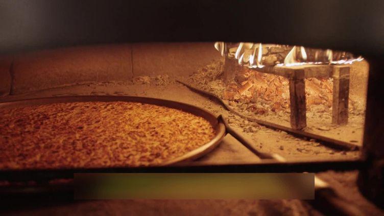 La Socca, spécialité niçoise au centre d'un documentaire américain. (CAPTURE D'ÉCRAN FRANCE 3 / Y. FOURNIGAULT)