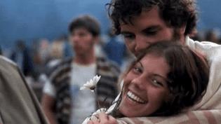 Prévu pour accueillir 50 000 personnes, Woodstock fut pris d'assaut par 500 000 festivaliers épris de musique et de liberté  (France 2 Culturebox (capture vidéo))
