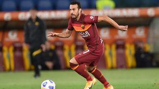 Pedro sous le maillot de l'AS Rome, le 15 mai 2021 face à la Lazio... son nouveau club. (CLAUDIO PASQUAZI / ANADOLU AGENCY / AFP)