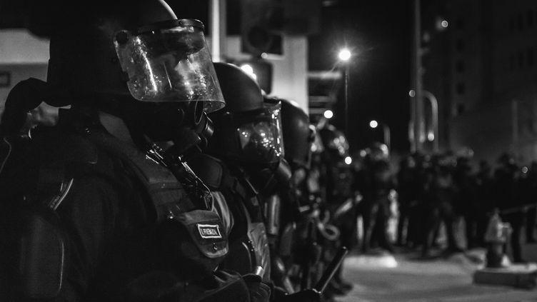 Des forces de l'ordre américaines lors d'une manifestation, en 2015. (BRENDAN DONAHUE -LIVE MUSIC/PORT / MOMENT OPEN)