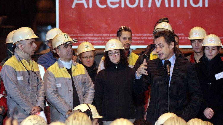 Nicolas Sarkozy, le 4 février 2008, lors de sa première visite à l'aciérie de Gandrange (Moselle). (FREDERICK FLORIN / AFP)