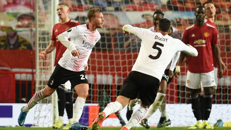 Simon Kjaer a égalisé pour l'AC Milan à la toute dernière minute du match face à Manchester United, jeudi 11 mars 2021 à Old Trafford. (OLI SCARFF / AFP)