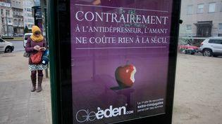Une affiche publicitaire de Gleeden, à Bruxelles (Belgique), le 24 février 2012. (BRUNO FAHY / BELGA / AFP)
