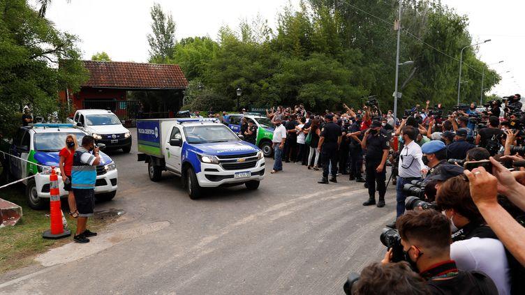 La police scientifique au domicile de Diego Maradona, à Tigre, quelques heures après sa mort (AGUSTIN MARCARIAN / X03747)
