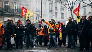 Des cheminots manifestent contre le projet de réforme de la SNCF à Paris, le 22 mars 2018. (DENIS MEYER / HANS LUCAS / AFP)