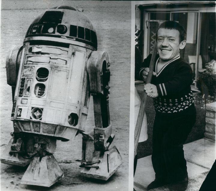 "Kenny Baker et R2-D2 dans ""Star Wars"" (1977)  (Keystone Pictures USA / ZUMAPRESS)"