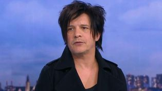 Le chanteur Nicolas Sirkis, du groupe Indochine. (FRANCE 2)