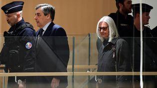 François et Penelope Fillon arrivent au tribunal de grande instance de Paris, le 26 février 2020, pour leur procès. (MARTIN BUREAU / AFP)