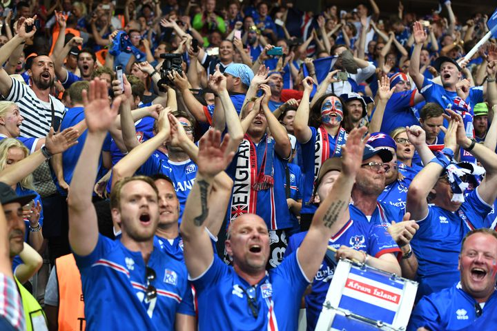 Des supporters islandais à Nice, le 27 juin 2016. (FEDERICO GAMBARINI / DPA / AFP)