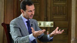 Le président syrien Bachar Al-Assad, ici en octobre 2016, a réagi pour la première fois devant trois trois medias français dont franceinfo depuis la reprise totale d'Alep par le régime fin décembre (SANA SANA / REUTERS / X01280)